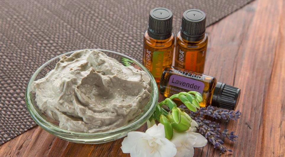 Maseczka z glinki i olejków eterycznych – prosty sposób na piękną cerę